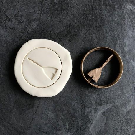 Broomstick cookie cutter