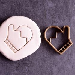 Gloves cookie cutter