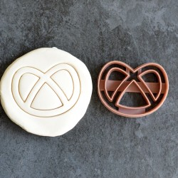 Pretzel cookie cutter