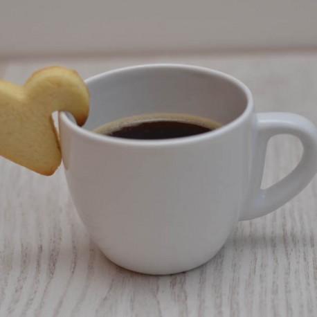 Emporte-pièce Gâteau coeur accroché à une tasse