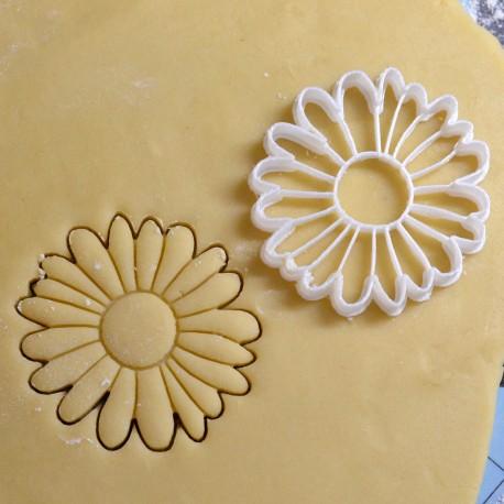 Daisy cookie cutter