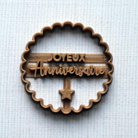Joyeux anniversaire cookie cutter - scalloped circle