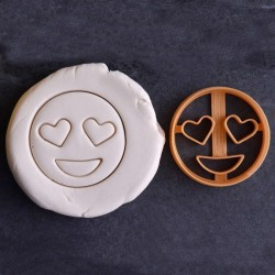 Eyes heart emoji cookie cutter